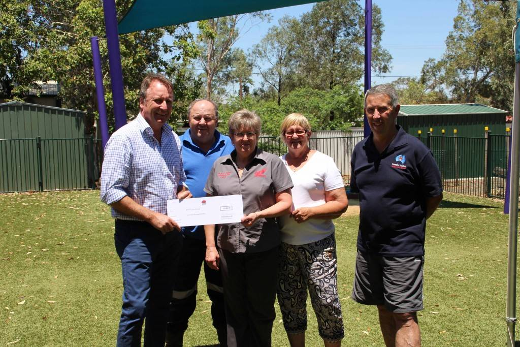 Member for Barwon Kevin Humphries was in Cobar last Wednesday to hand over funds to Rotary Club of Cobar under the Community Building and Partnerships grant program. On hand to receive the cheque were Rotary treasurer Ann Parisi with David Snelson, Margery Bereyne and Lou Smalbil at the Uniting Church.