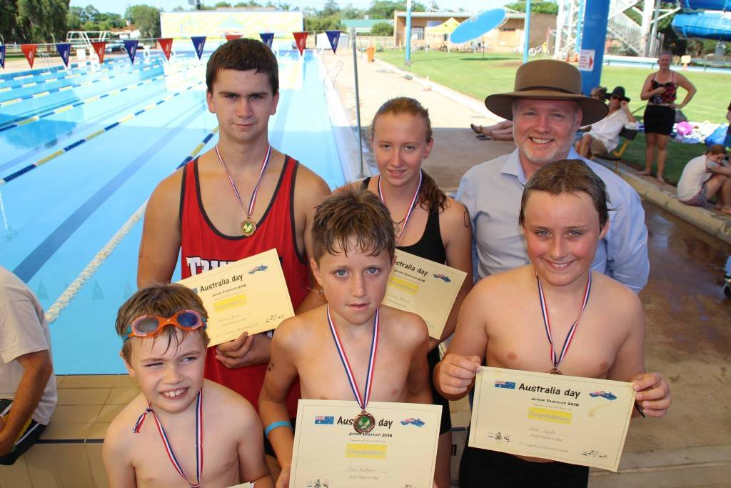 The individual winners of the 2016 Australia Day Junior Triathlon were: Jamie Thomas (8-9 years), Andrew Rorke (16-17 years), Chad Buckman (12-13 years), Julieanna  Barrett (16-17 years) and Noah Lynch (10-11 years). They are pictured yesterday at the pool with Cobar's 2016 Australia Day ambassador Andrew Heslop.