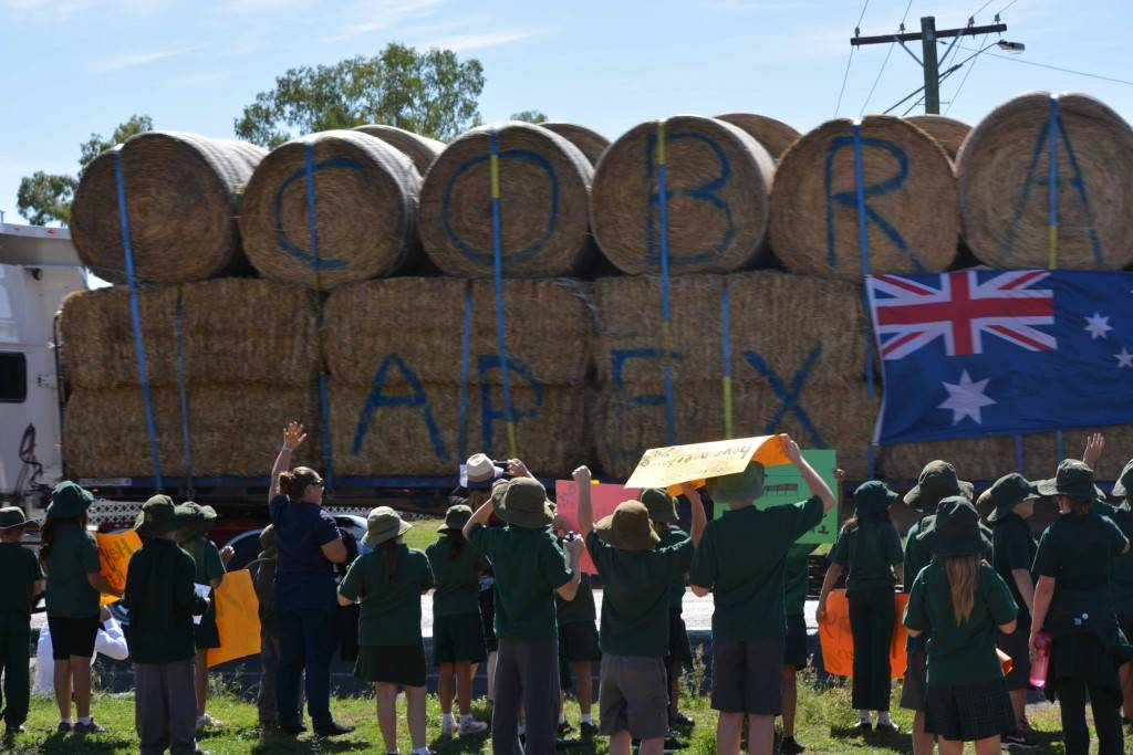 There was a large group of Cobar Public School students out on Louth Road last Thursday to welcome the Burrumbuttock Hay Runners as they passed through Cobar on their way to deliver hay to drought stricken farmers in Queensland
