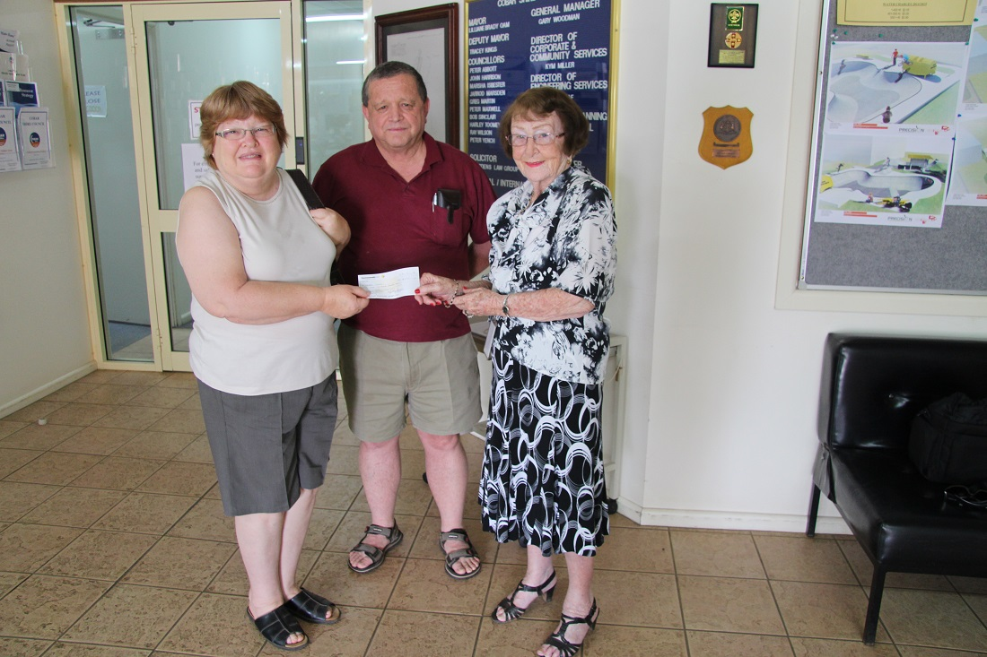 Terry and Beverely Clyde from Buffalo Lodge donate to Mayoral Chest